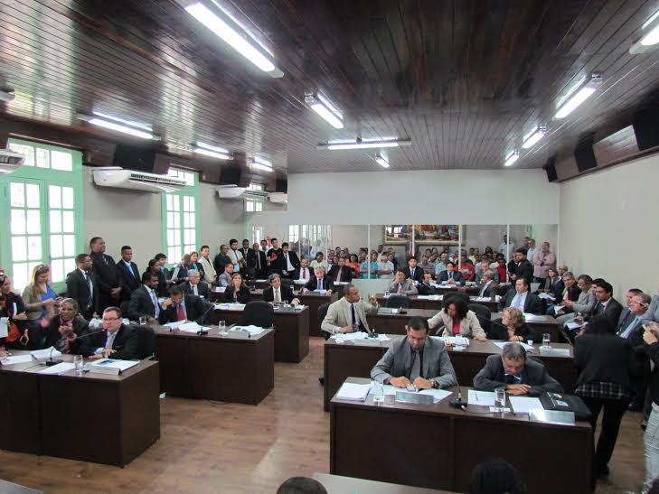 Câmara de São Luís se solidariza com franceses e mineiros.